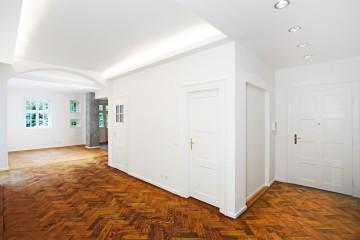 1_Sanierung_Wohnung_Altbau_Muenchen_Wohnbereich_Fischgraetparkett