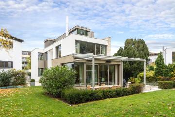 1_Neubau_Einfamilienhaus_Muenchen_Fassade_Gartenansicht_Terrasse